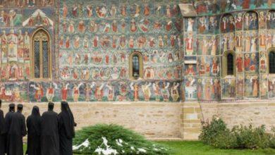 Photo of Părintele Marcu Petcu de la Mânăstirea Sucevița: Atunci când va înceta liturghia, atunci când nu vom mai pomeni pe cei adormiți, lumea va înceta să mai existe