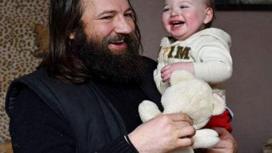 Photo of Povestea preotului Dan Damaschin, care are grija de peste 4.000 de copii